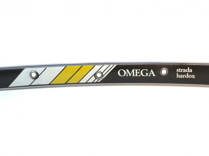 Omega 32 trous